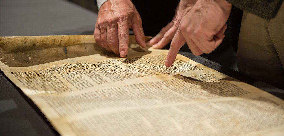 Study and analyzation of Torah scroll