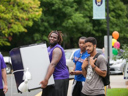 Students moving in to Student Center