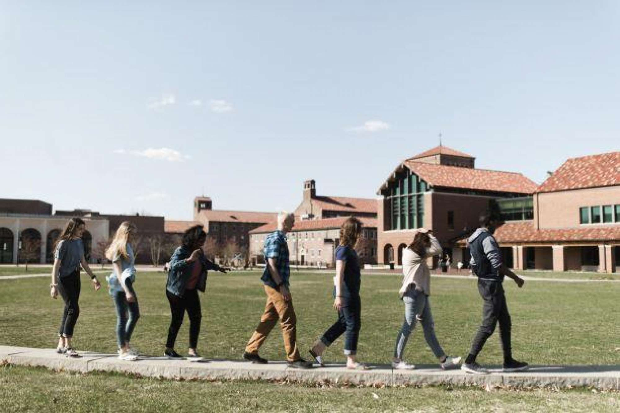 PSEO students walking on the green