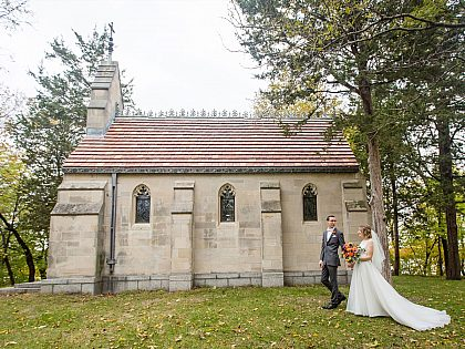 Bride and groom in front of Island chapel.